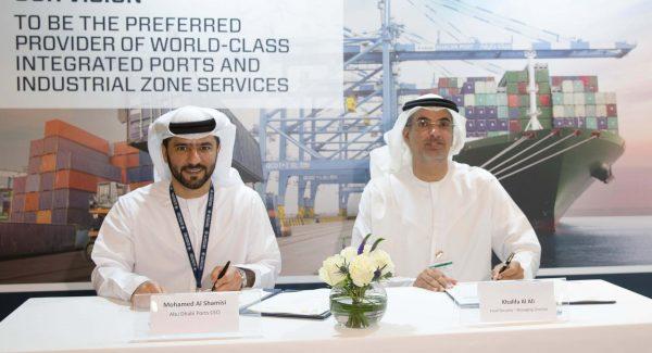 Khalifa-Al-Ali-with-Captain-Mohamed-Juma-Al-Shamisi-during-the-signing