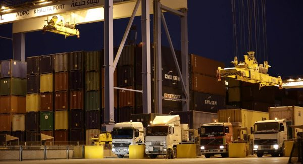 Trucks-picking-up-and-dropping-off-containers